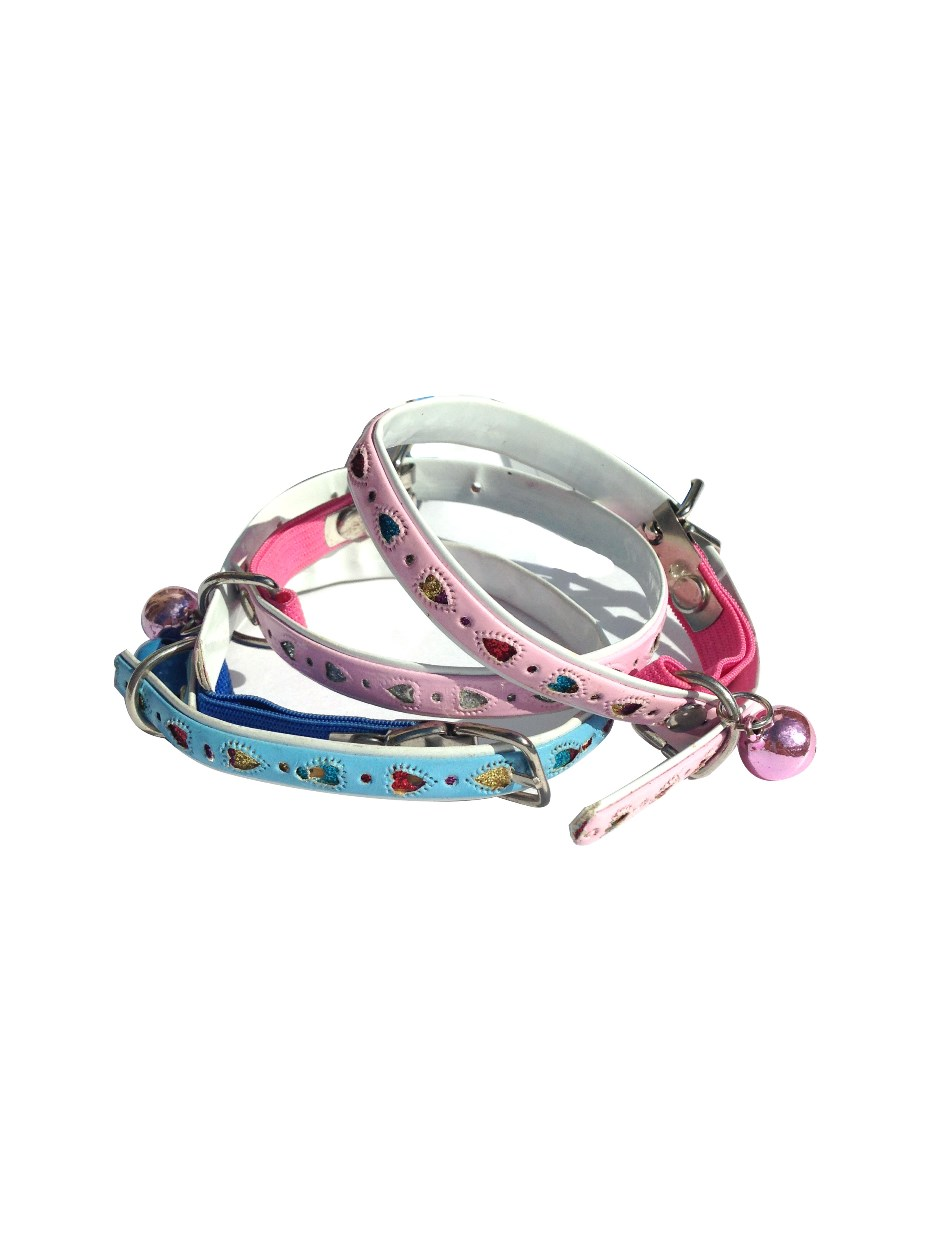 Cat collar with hearts pattern and bell